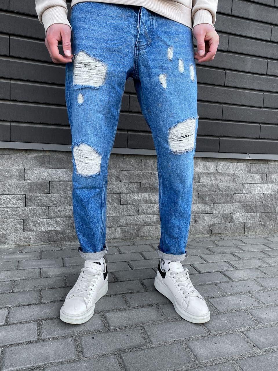 Чоловічі завужені джинси синього кольору з латками