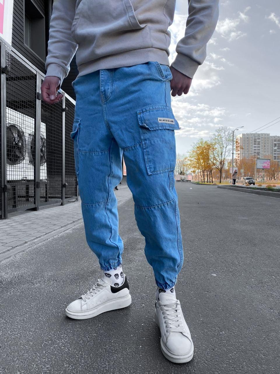 Мужские джинсы голубые под манжет с накладными карманами