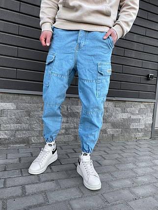 Мужские джинсы голубые под манжет с накладными карманами, фото 2