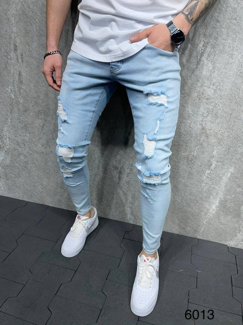Чоловічі завужені джинси блакитного кольору, рвані