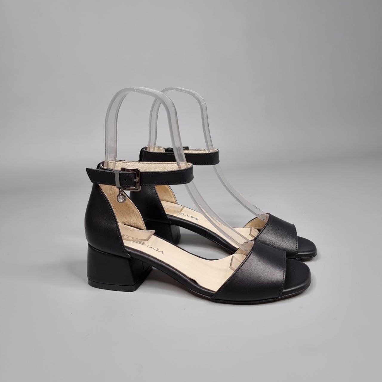 Босоножки женские на каблуках кожаные черные