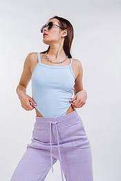 Женское голубое боди с высокими вырезами без рукавов
