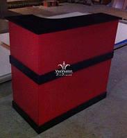 Червона стійка ресепшн з чорною стільницею Модель V36
