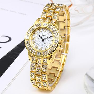 Женские часы с золотистым браслетом код 650
