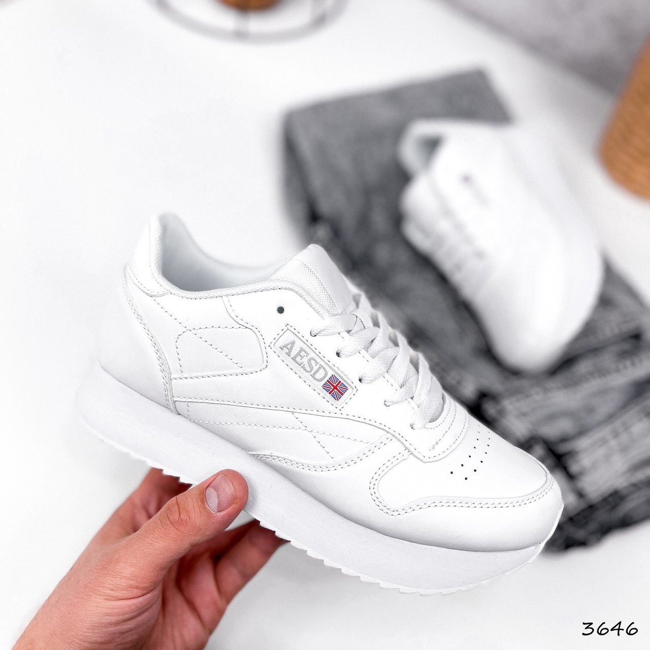 Легкі кросівки жіночі білі класичні