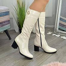 Женские кожаные сапоги на устойчивом каблуке. Цвет бежевый. 36 размер
