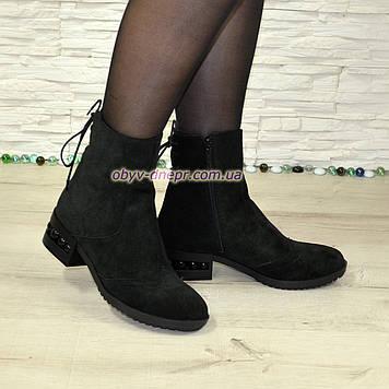 Ботинки замшевые зимние на маленьком каблуке, сзади на шнуровке. 39 размер