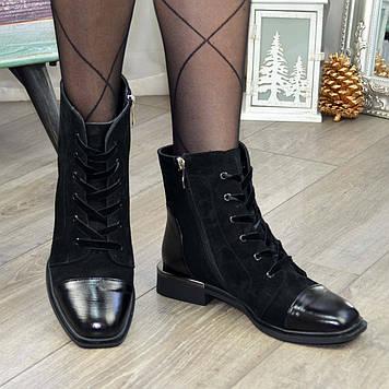 Ботинки женские замшевые на устойчивом каблуке, декорированы лаковыми вставками. Цвет черный. 37 размер
