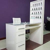 Профессиональный маникюрный стол со стеклянной столешницей и полкой для лаков. Модель V188 белый