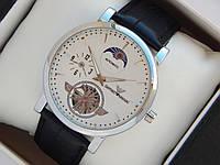 Мужские кварцевые наручные часы Emporio Armani на кожаном ремешке