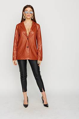Женский удлиненный пиджак из экокожи