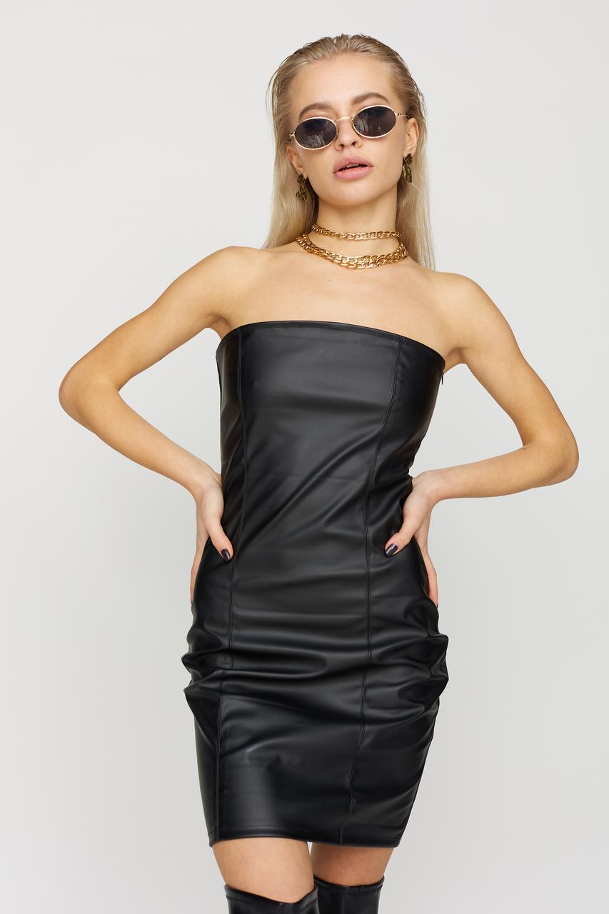 Черное мини-платье из экокожи без рукавов