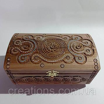 Скриня різьблена з дерева 21*11 з оксамитом ручної роботи