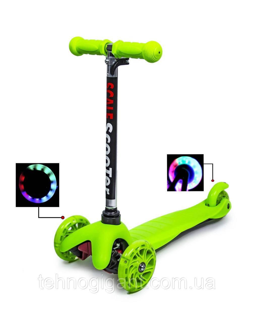 Самокат трехколесный зеленый со светящимися колесами Best Scooter Mini