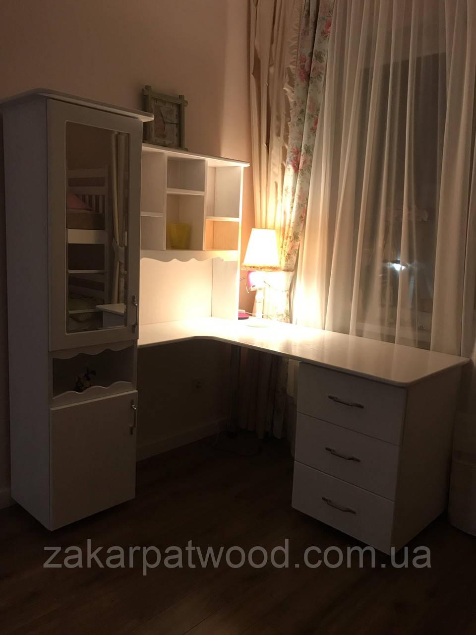 Меблі в кімнату масив дуба з елементами різьби