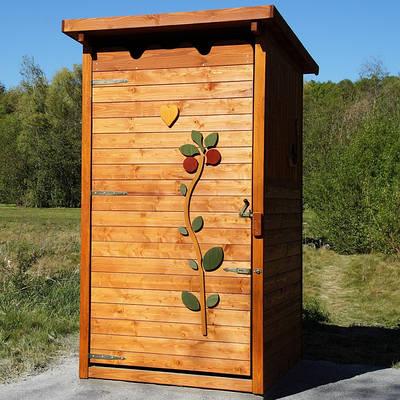 Уличные деревянные туалеты и душевые кабины