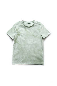 Стильная футболка в оливковых оттенках 'Тай-дай' на мальчика