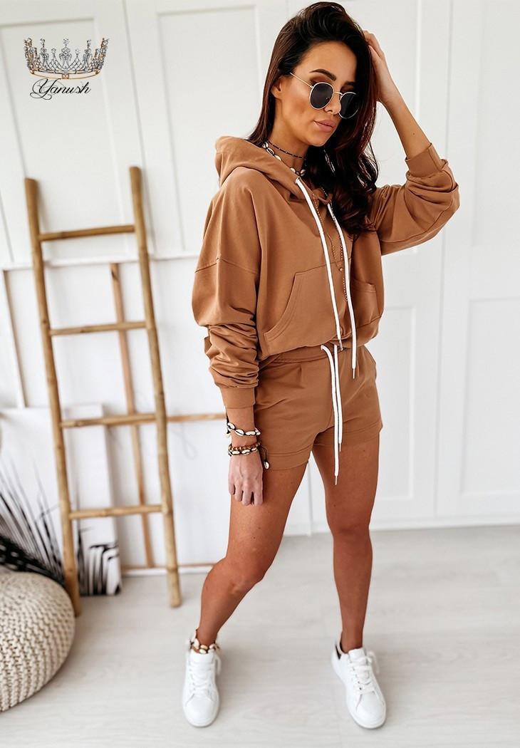 Трендовий жіночий прогулянковий костюм з шортами і кофтою з капюшоном (Норма)