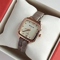 Жіночі квадратні наручний годинник Bolun золотистого кольору з сірим ремінцем - код 1999