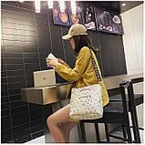 Женская классическая большая сумка на ремне через плечо белая, фото 6