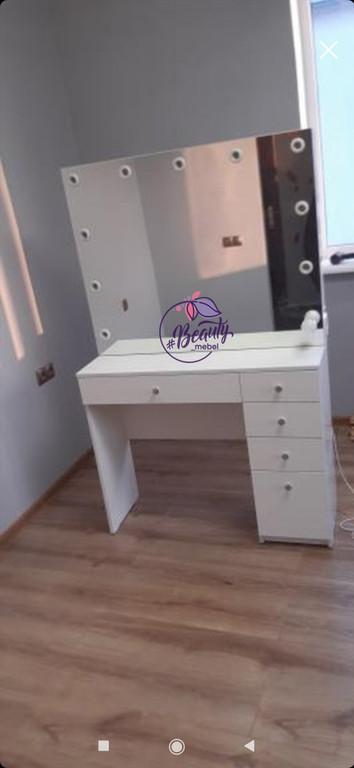 Стол для макияжа с вместительными ящиками и зеркалом, туалетный столик, стол для визажиста.