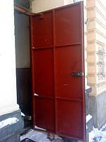 Двері вхідні металеві у підвал та квартиру