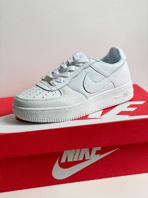 Шкіряні білі кросівки в стилі Nike air force