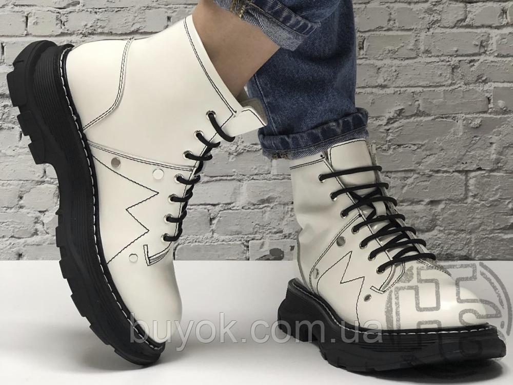 Женские ботинки Alexander McQueen Tread Lace Up Ankle Boot White 595469WHQSG9089 (с мехом)