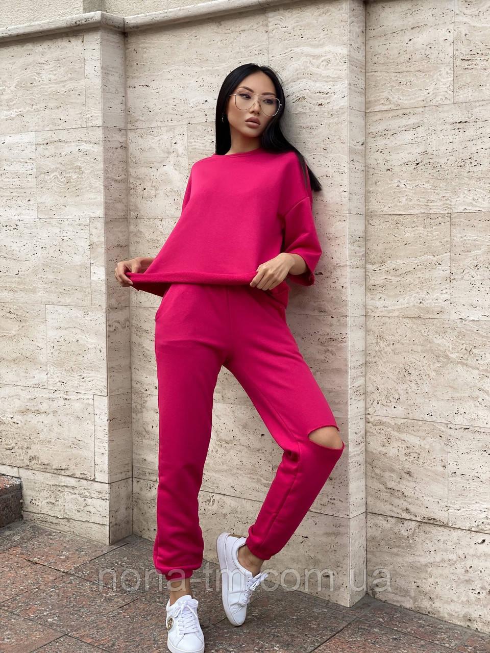 Женский прогулочный костюм с футболкой и штанами