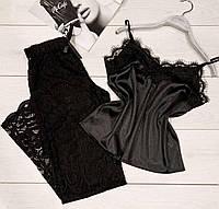 Черные кружевные штаны и майка из стрейч атласа.