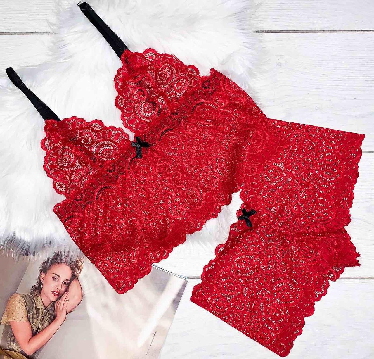 Красный комплект нижнего белья бюстгальтер+трусы-шорты.