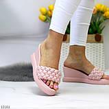 Удобные нарядные фактурные розовые пудра женские шлепки шлепанцы на танкетке 39-25см, фото 4