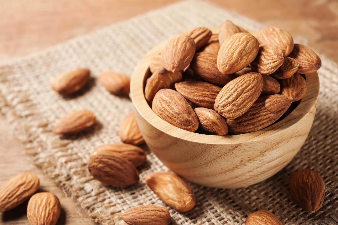 Wink me Massage Candle Sweet almond (Сладкий миндаль) 50 мл
