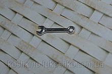 Миниатюра подвеска гаечный ключ