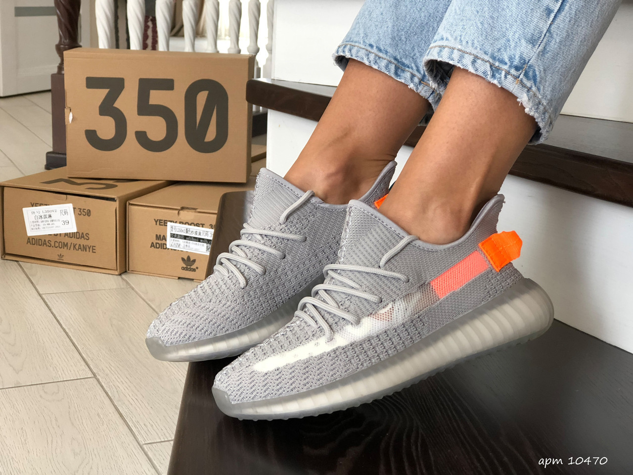 Летние модные кроссовки Adidas Yeezy Boost 350 v2,( Адидас Изи) серые с оранжевым