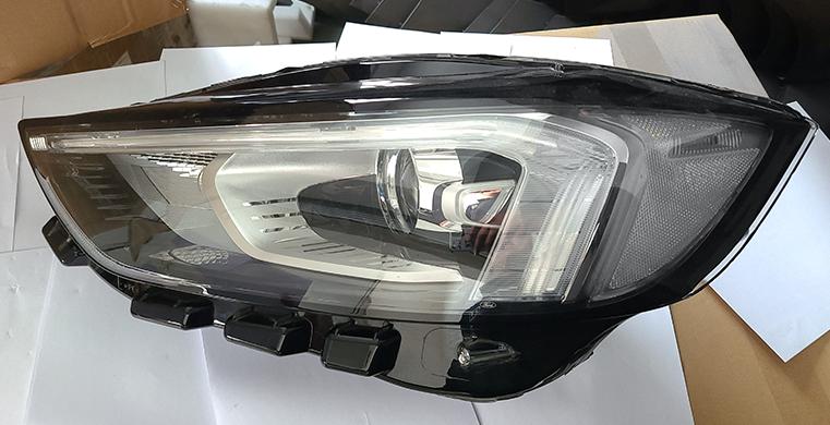 Фара передня права Ford Edge 18- (Китай) біла вставка