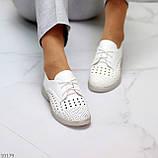 Лаконичные белые женские кожаные туфли с фигурной перфорацией, фото 4