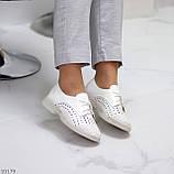 Лаконичные белые женские кожаные туфли с фигурной перфорацией, фото 5