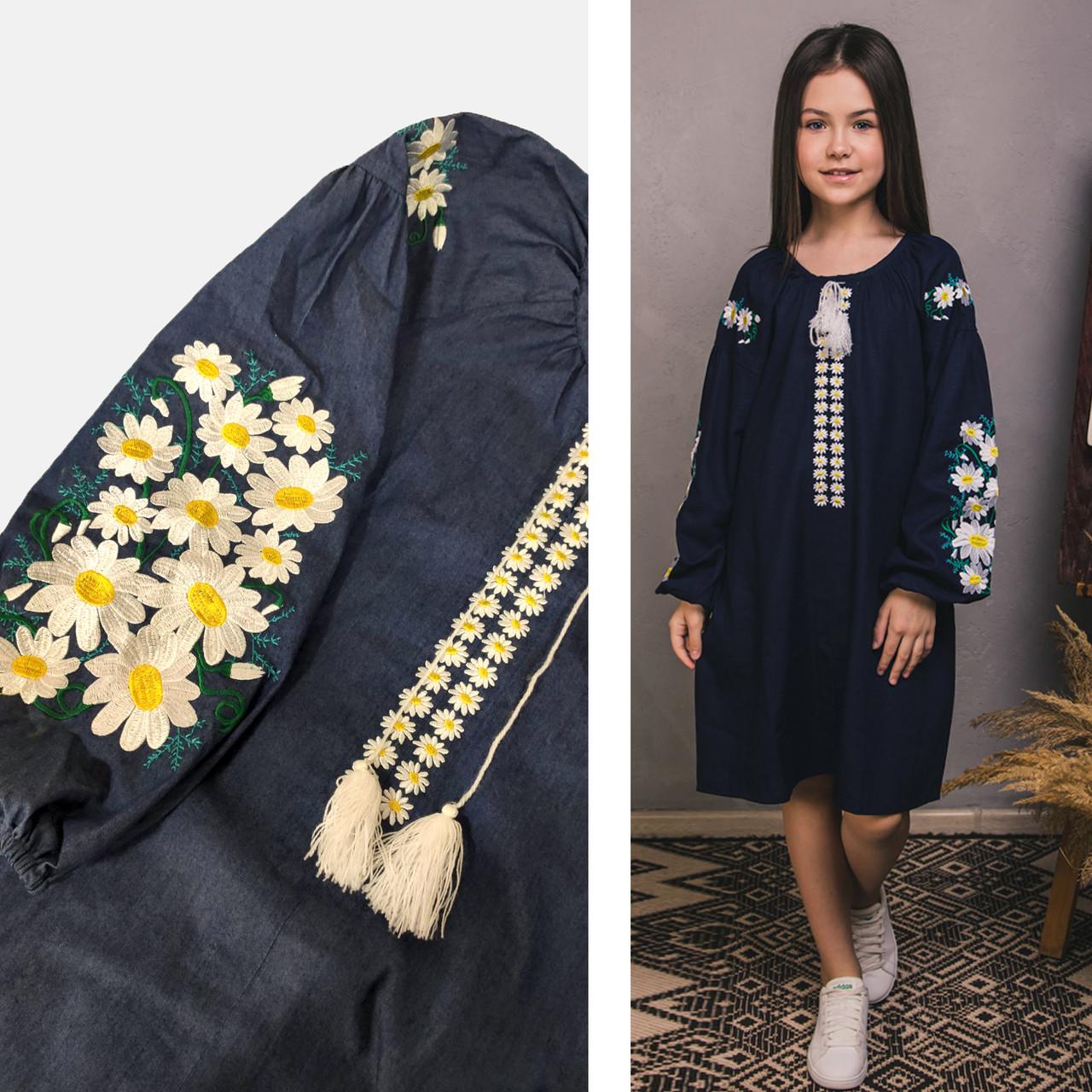 Вышитое платье для девочки Цветочное на джинсе