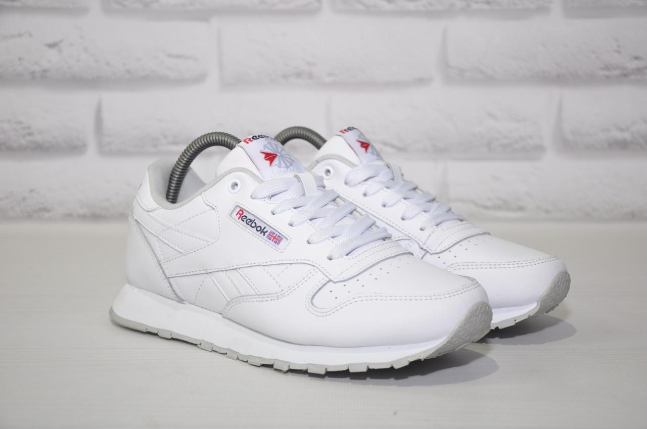 Білі шкіряні кросівки в стилі Reebok Classic