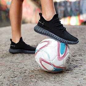Жіночі чорні кросівки изики