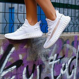Жіночі білі кросівки изики