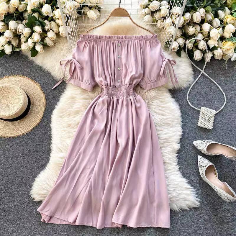 Жіноче плаття зі спущеними плечиками в кольорі пудра
