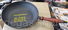 Сковорода чавунна з дерев'яною ручкою, печі, мангал, барбекю