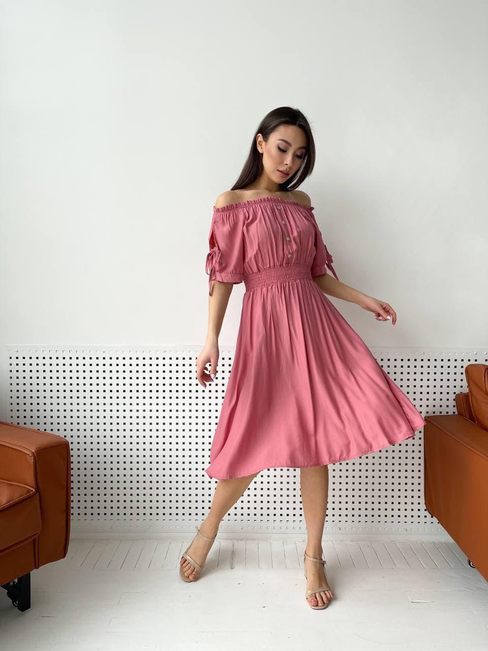Жіноче літнє плаття в персиковому кольорі