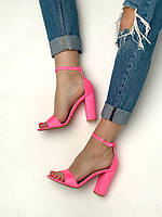 Женские босоножки на каблуке розово-нионового цвета с закрытой пяткой. Эко-замша.