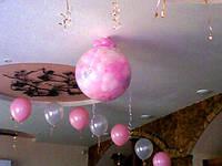 Шар сюрприз из воздушных шаров на свадьбу