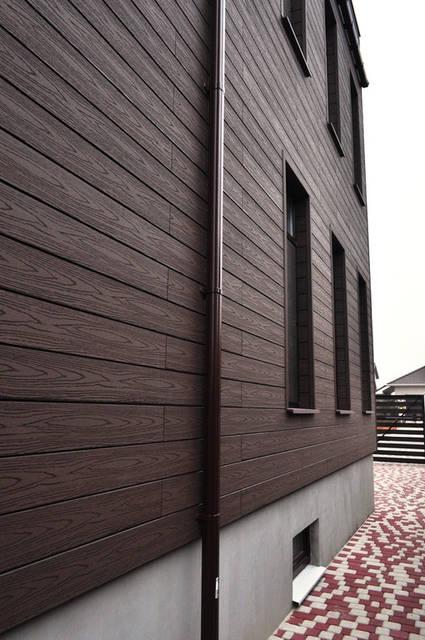 Реализован проект фасада из древесно-полимерного композита и декоративной штукатурки в Совиньоне 1