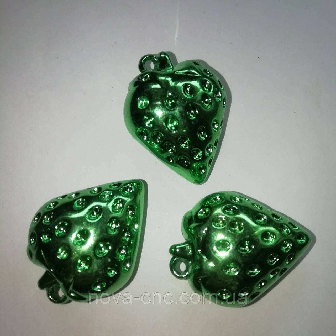 """Підвіски пластик """"Полуниця"""" зелений 40 мм 500 грам"""