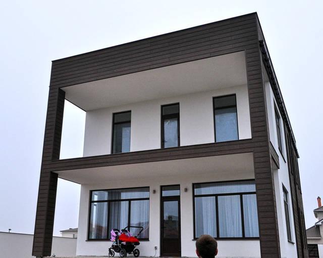 Реализован проект фасада из древесно-полимерного композита и декоративной штукатурки в Совиньоне 4